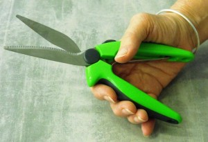 self-opening-kitchen-scissors